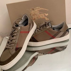 🔥🔥💯Authentic Burberry sneakers  With box.💫💫🔥